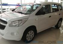 White Chevrolet Spin - White Chevrolet Spin