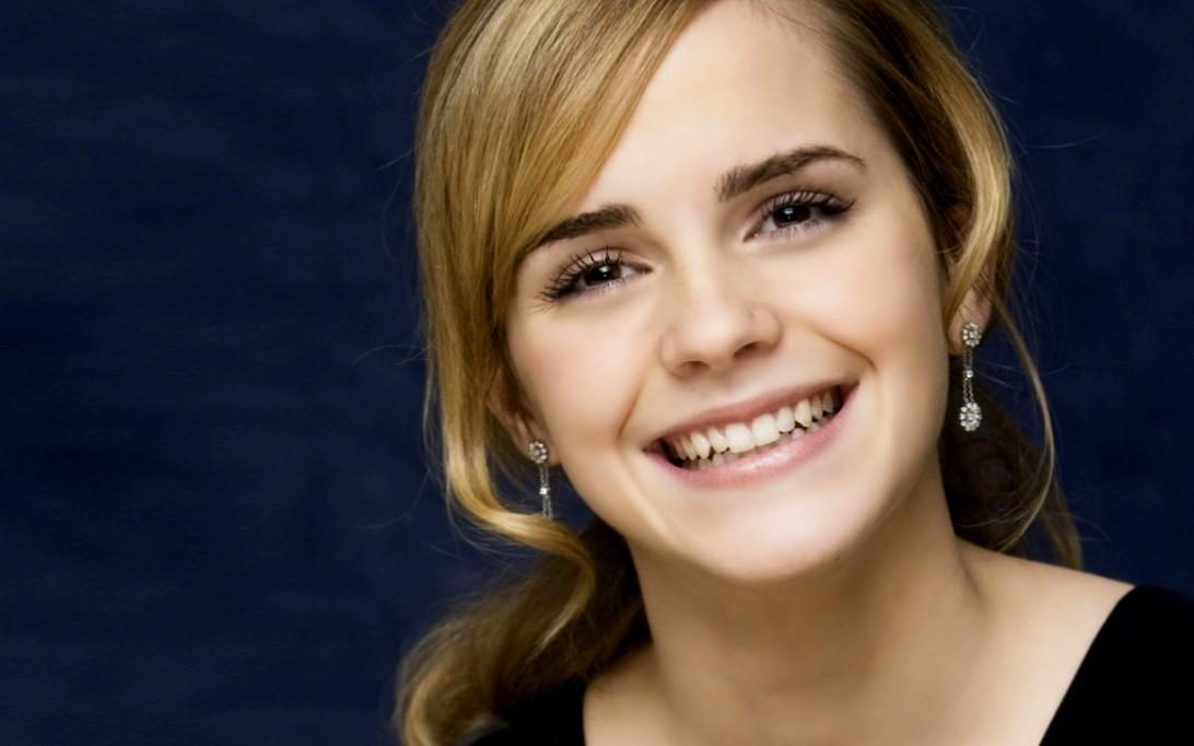 Smiling Emma Watson - Smiling Emma Watson
