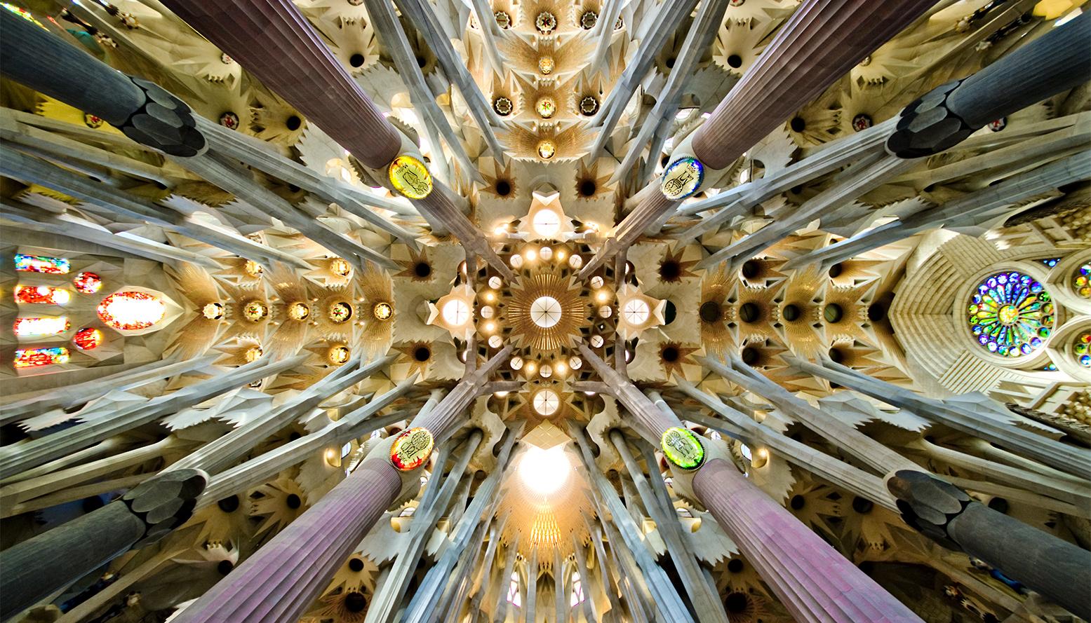 Sagrada antoni gaudi details architecture - Sagrada familia interieur ...