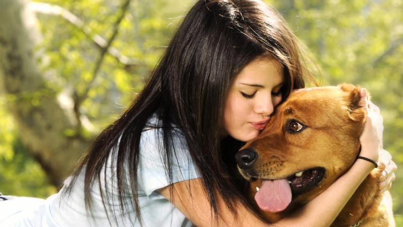 Selena Gomez With Puppy - Selena Gomez With Puppy