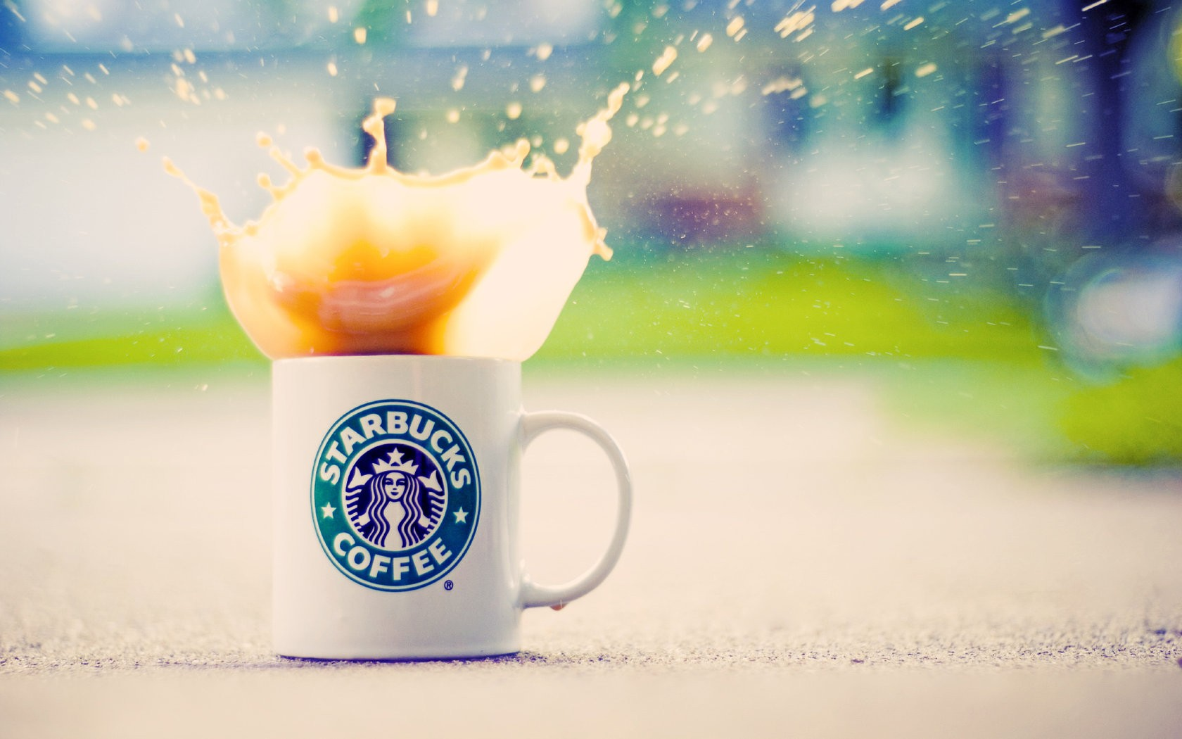 Splashing Starbucks Coffee - Splashing Starbucks Coffee