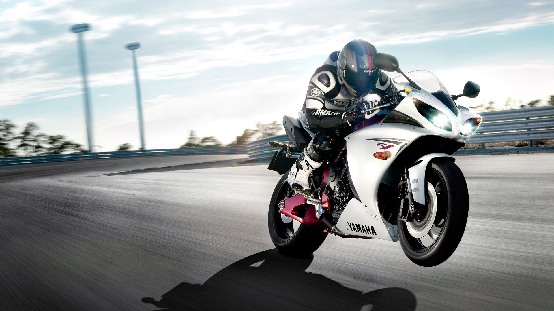 R1 Yamaha Motorcycle - R1 Yamaha Motorcycle