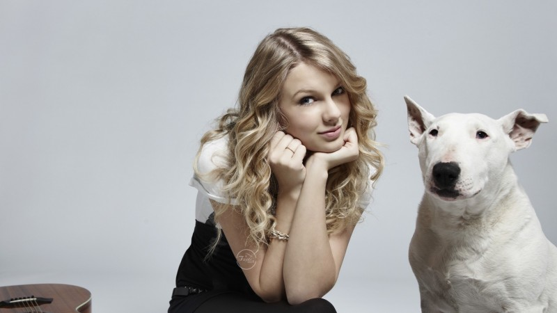 Taylor Swift With Puppy - Taylor Swift With Puppy