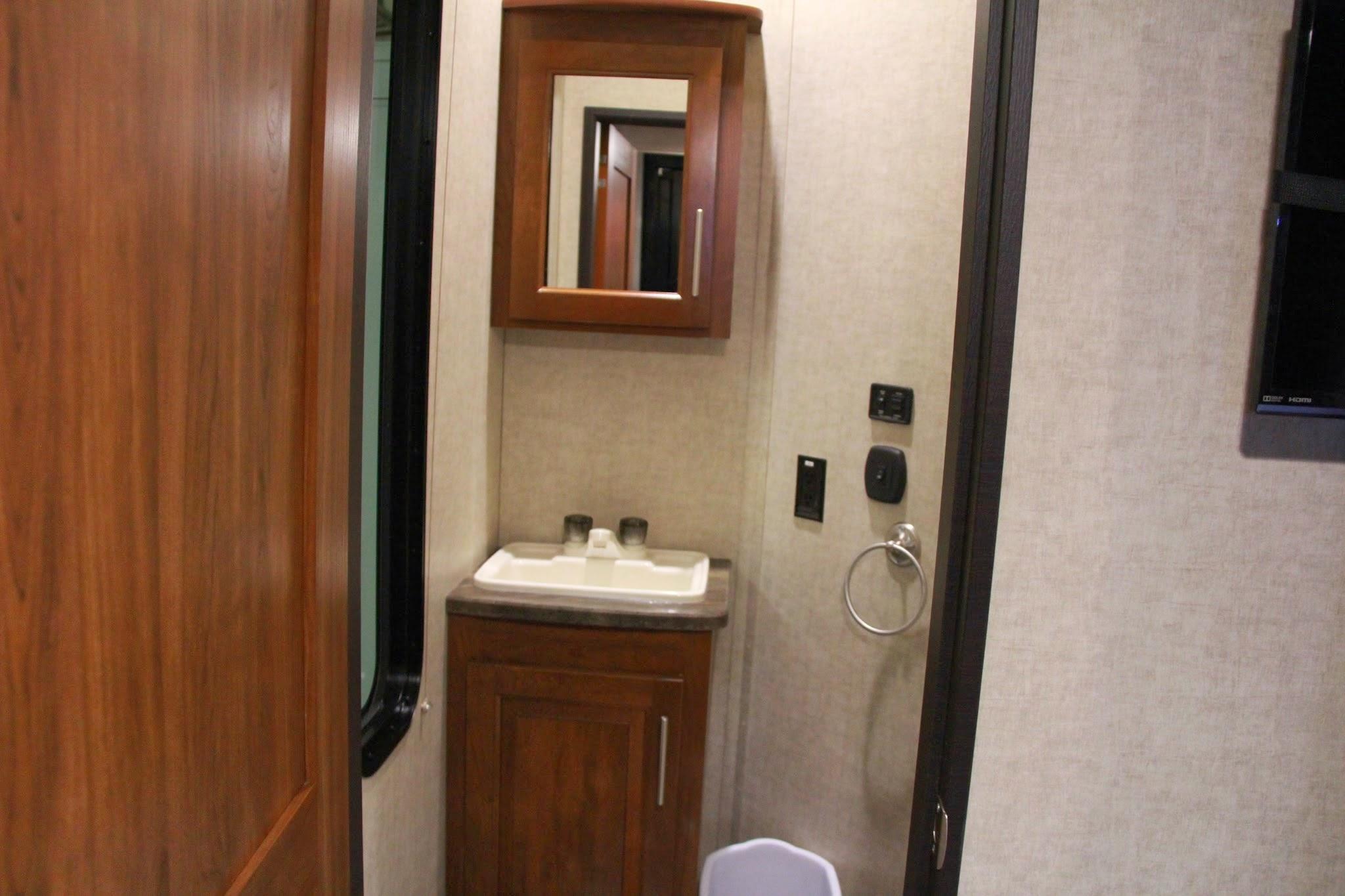 2014 keystone fuzion 371 rv bathroom lifestyle for Rv bathroom wallpaper