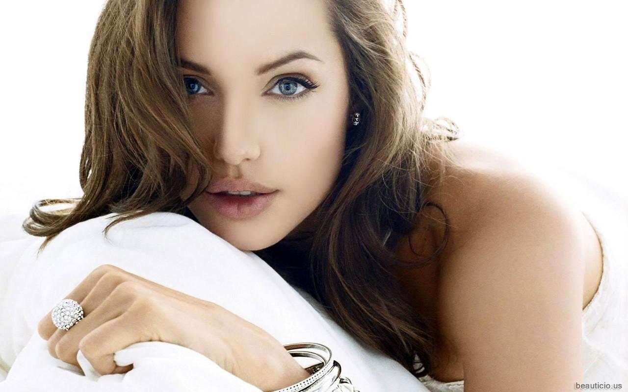 Angelina Jolie Wallpaper - Angelina Jolie Wallpaper