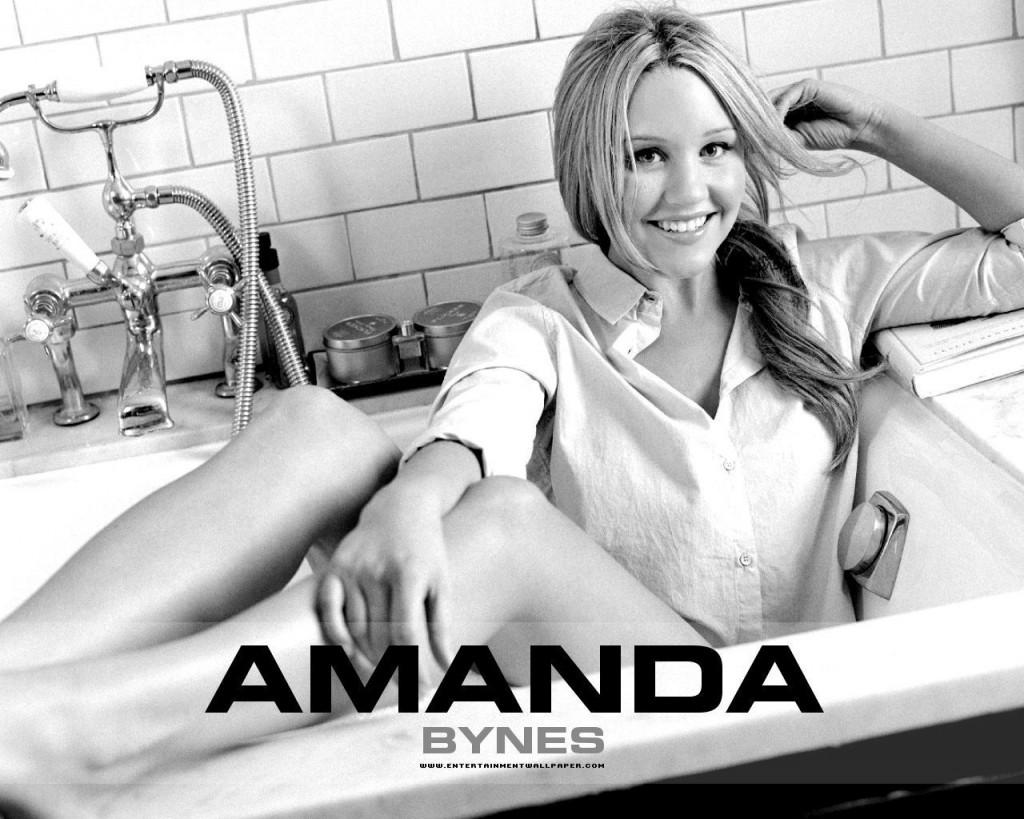 Amanda Bynes on Bath Tube - Amanda Bynes on Bath Tube
