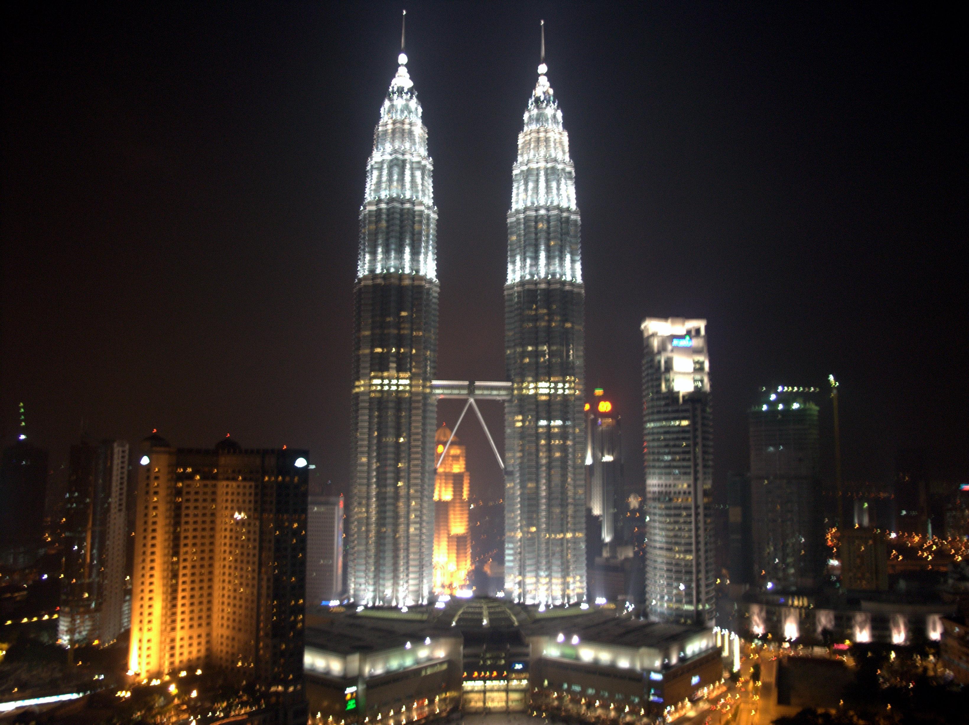Exotic Petronas Towers At Night - Exotic Petronas Towers At Night